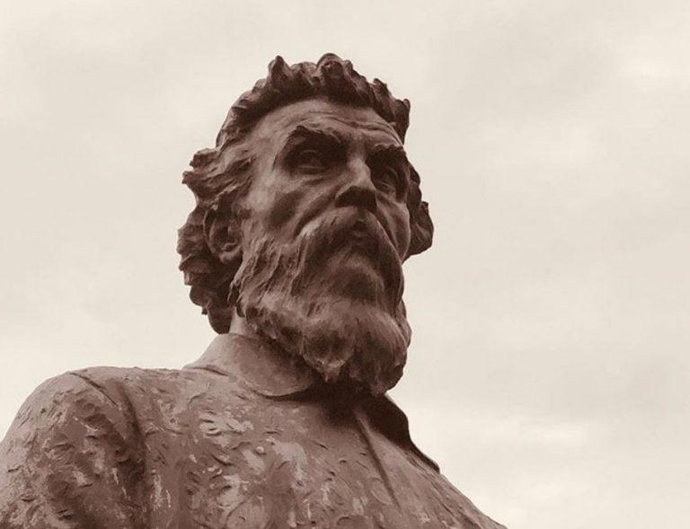 Busto dello scultore Benvenuto Cellini sul Ponte Vecchio a Firenze