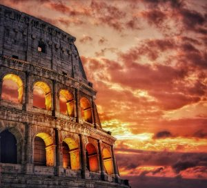 Particolare del Colosseo al tramonto