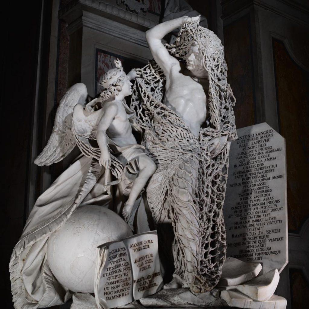 La scultura nota come il Disinganno nella Cappella Sansevero a Napoli