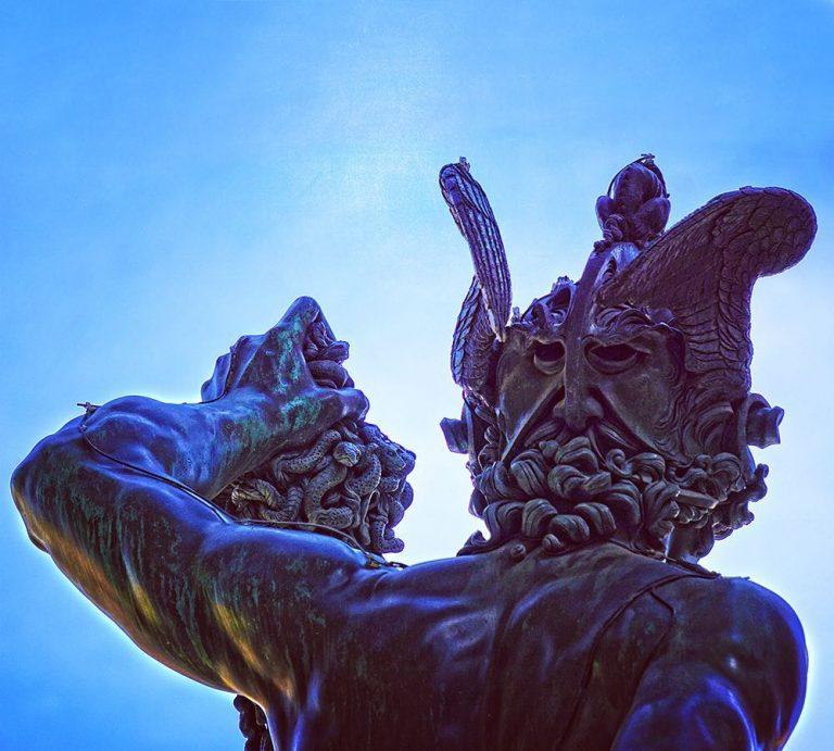 Particolare del retro della statua del Perseo con il presunto autoritratto di Benvenuto Cellini