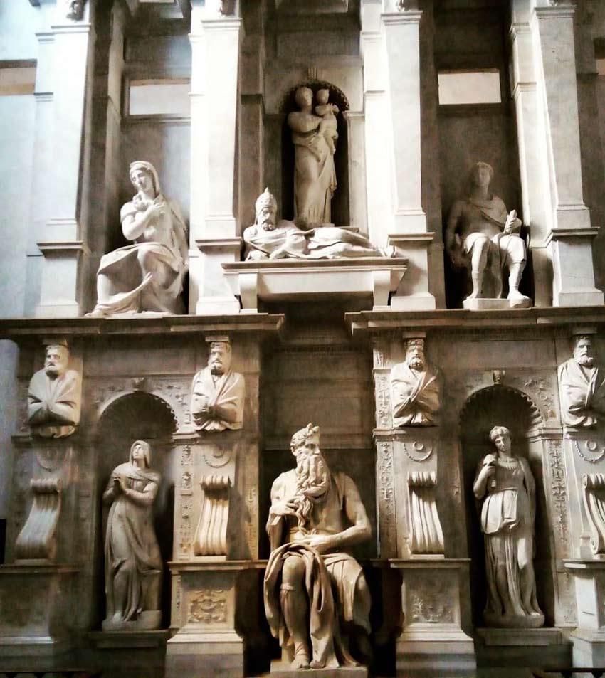 La Tomba di Giulio II nella chiesa di San Pietro in Vincoli opera di Michelangelo Buonarroti