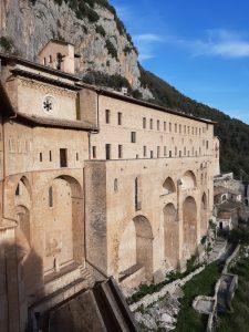 """<span class=""""entry-title-primary"""">SUBIACO</span> <span class=""""entry-subtitle"""">Storia del Santo che visse tre anni nel Sacro Speco e del borgo in cui fondò il suo primo monastero</span>"""