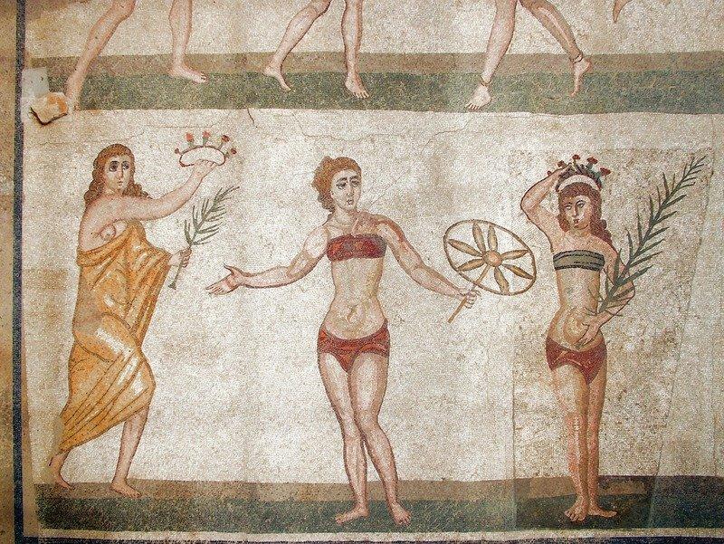abbigliamento donne romane